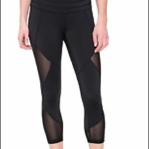 Athleta mesh sonar Capri black